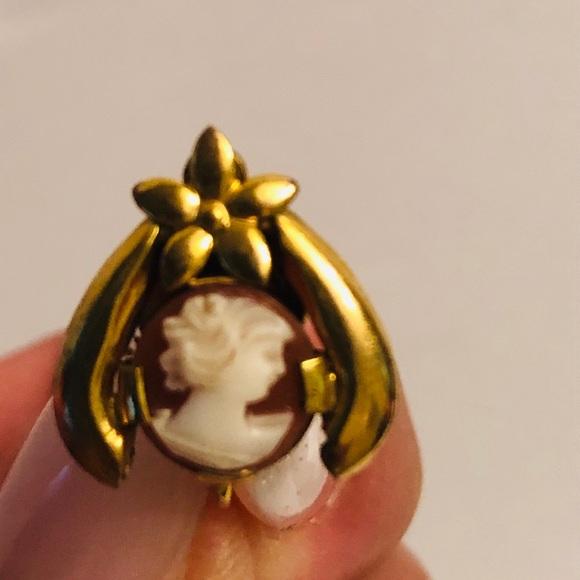 Vintage gold filled cameo w/ flower screwbacks